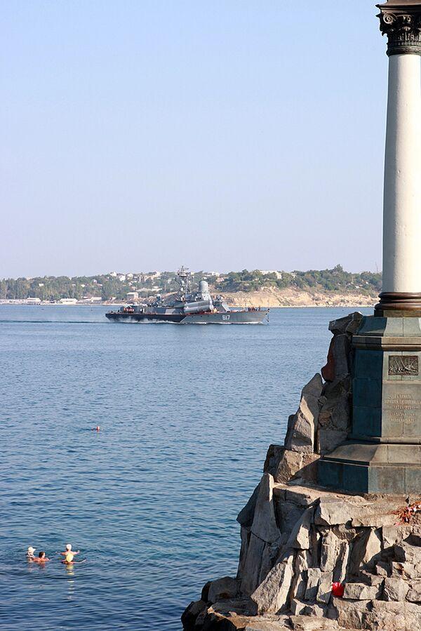В севастопольскую бухту вернулся малый ракетный корабль Мираж ЧФ РФ