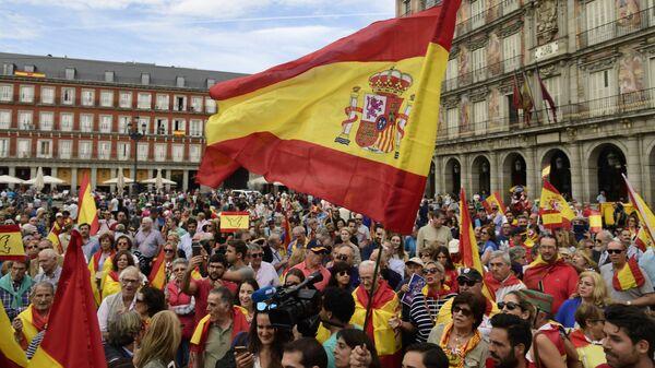 Демонстрация против референдума о независимости Каталонии в Мадриде, Испания. 1 октября 2017