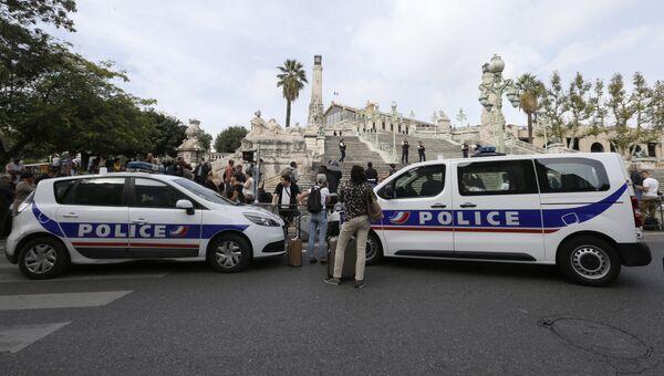 Полицейский автомобили в Марселе. Архивное фото