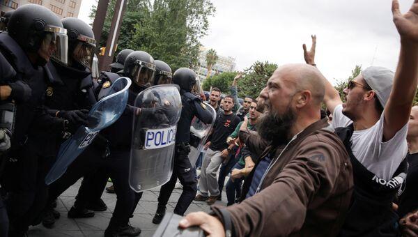 Столкновения с испанскими полицейскими в Таррагоне, Испания. 1 октября 2017