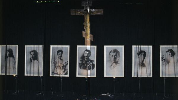 Выставка в Манеже, посвященная 400-летию Дома Романовых. Архивное фото