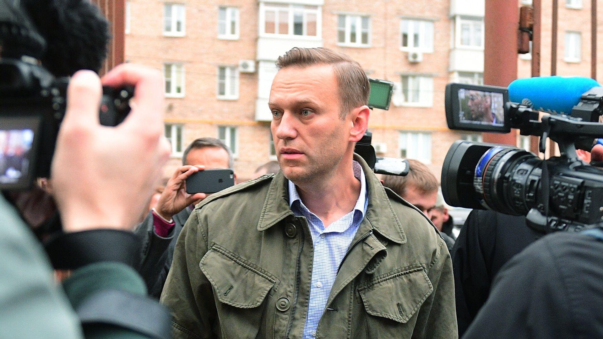 Алексей Навальный у здания Симоновского районного суда Москвы. 2 октября 2017 - РИА Новости, 1920, 06.11.2020
