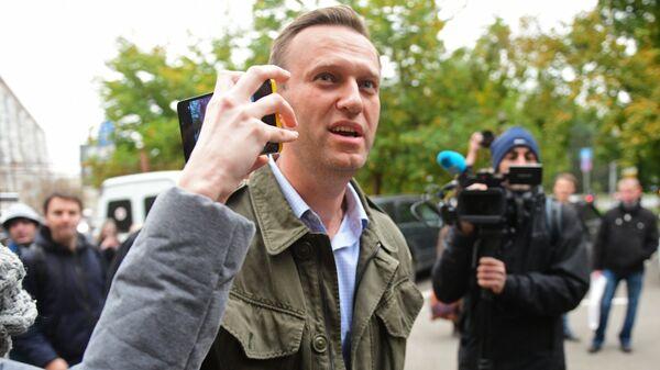 Алексей Навальный у здания Симоновского районного суда Москвы.
