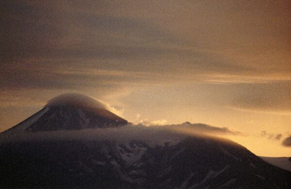 Вулкан Авачинская сопка на Камчатке.