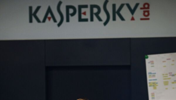 Сотрудник в офисе компании Лаборатория Касперского. Архивное фото