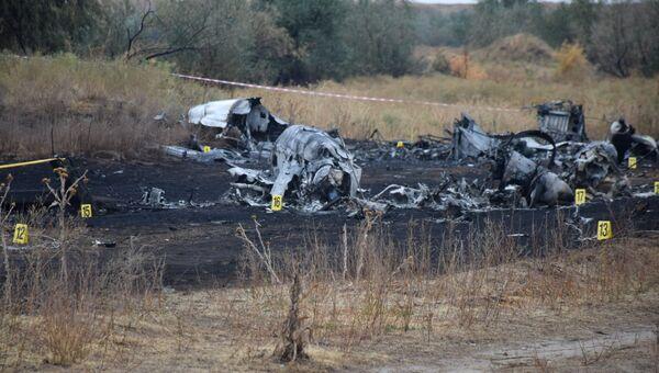 Обломки на месте крушения самолета Ан-28 авиакомпании East Wing около села Междуреченское в Алматинской области Казахстана. 4 октября 2017