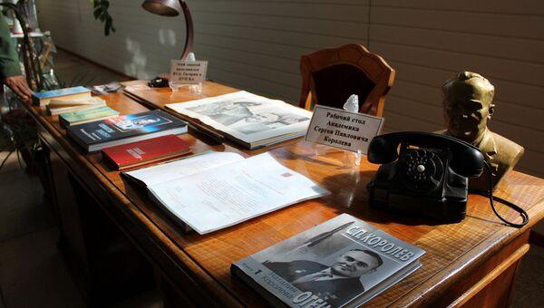 Стол Сергея Королева и лампа Юрия Гагарина в музее военной части командно-измерительного комплекса в Евпатории