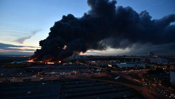 Пожар на строительном рынке Синдика, расположенном у МКАД в районе Строгино. 8 октября 2017