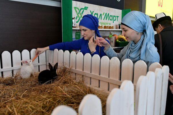 Посетители на XVIII Московском Международном конкурсе чтецов Корана в Москве