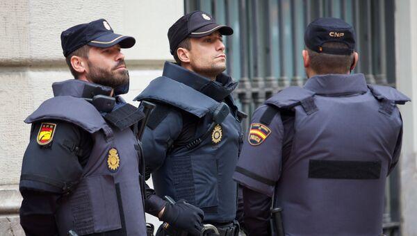 Сотрудники полиции в Испании. архивное фото