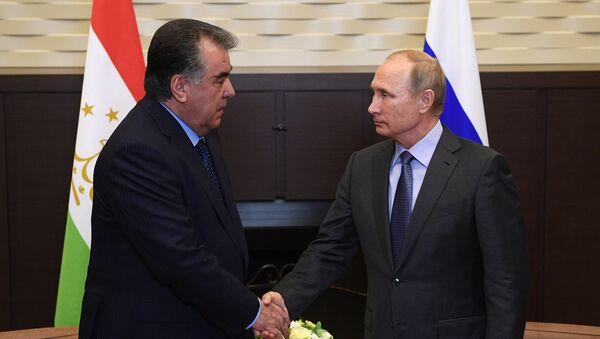 Президент России Владимир Путин и президент Республики Таджикистан Эмомали Рахмон. Архивное фото