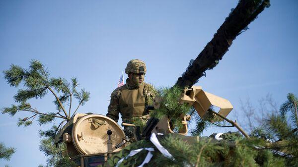 Американский военный во время учений Атлантическая решимость в Жагани, Польша
