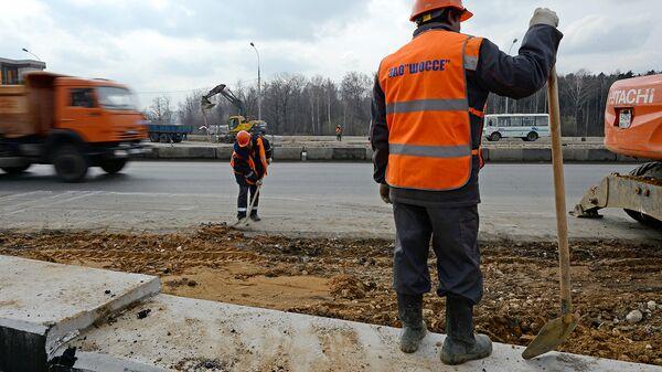 Работы по реконструкции Дмитровского шоссе в Москве. Архивное фото