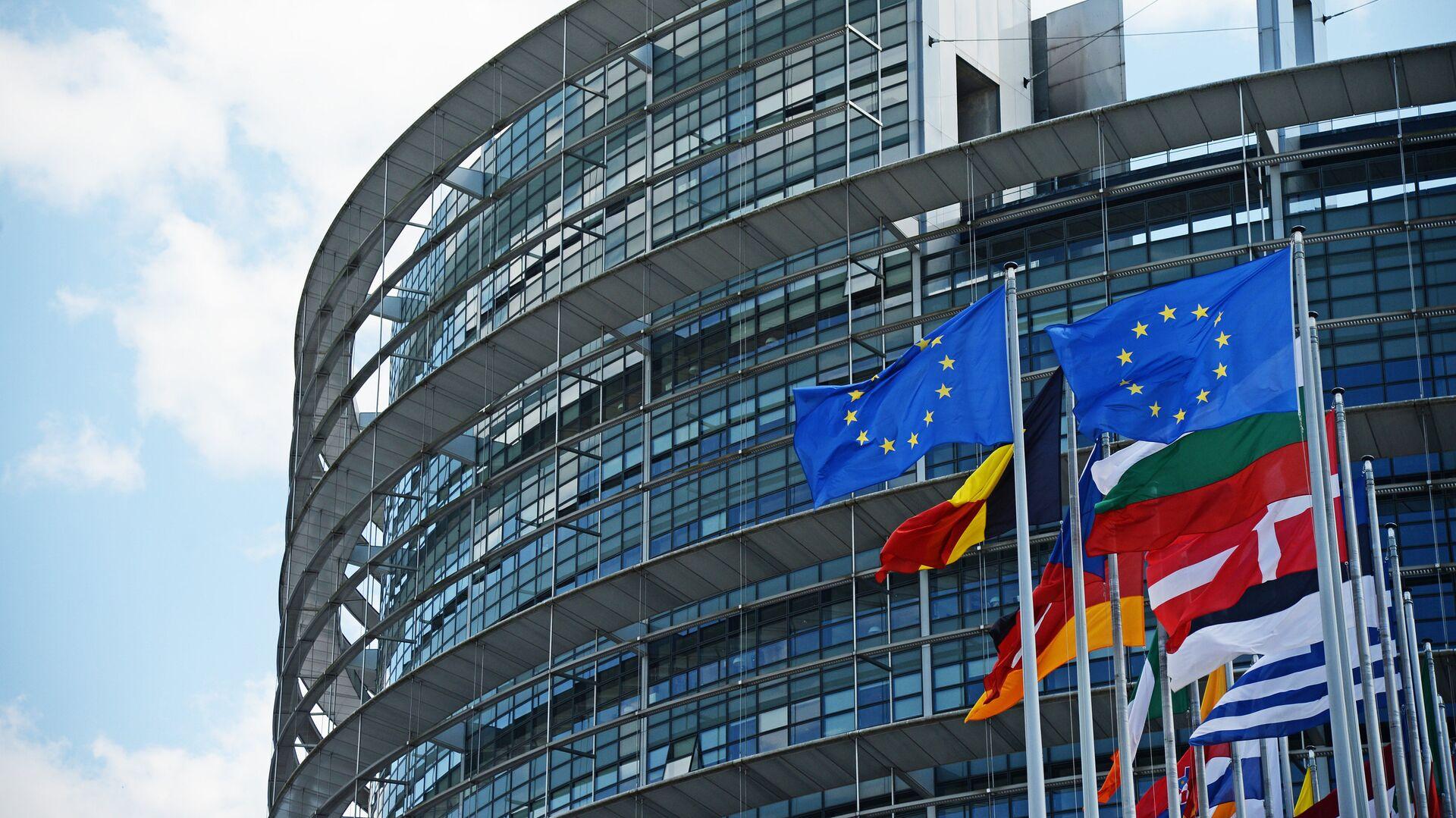 Флаги ЕС у здания Европейского парламента в Страсбурге - РИА Новости, 1920, 21.01.2021