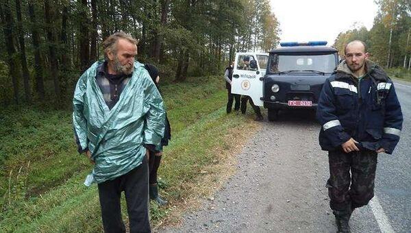 Потерявшийся в лесах Белоруссии Степан Хамутовский после спасения. Архивное фото