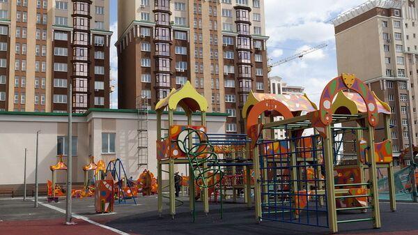 Детская площадка в новом районе города Кемерово