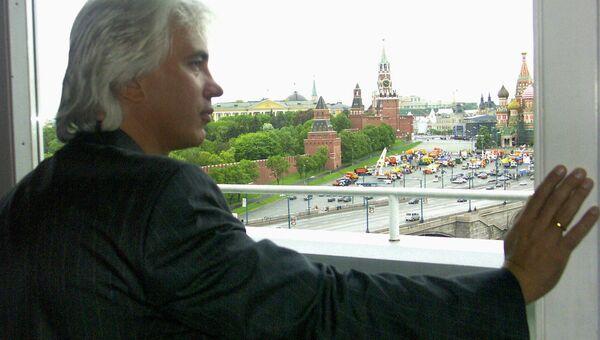 Оперный певец, баритон Дмитрий Хворостовский на пресс-конференции, посвященной его благотворительному концерту на Красной площади. 26.05.2004