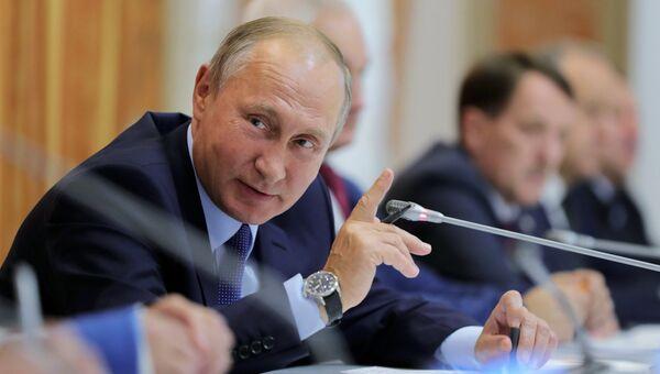 Владимир Путин проводит совещание по вопросам развития сельского хозяйства. 13 октября 2017