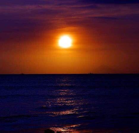 Закат над вулканом Кракатау