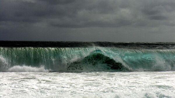 Прилив около вулкана Кракатау