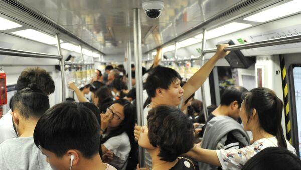 Пассажиры пекинского метро