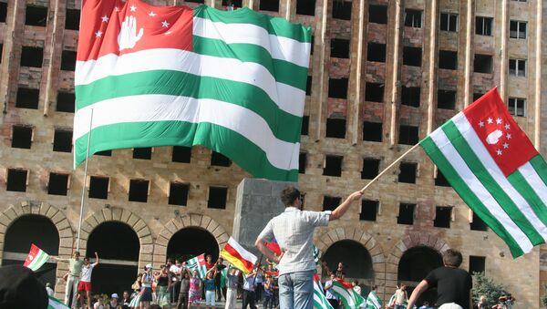 Народные гуляния в столице Абхазии по случаю признания независимости республики. Архив