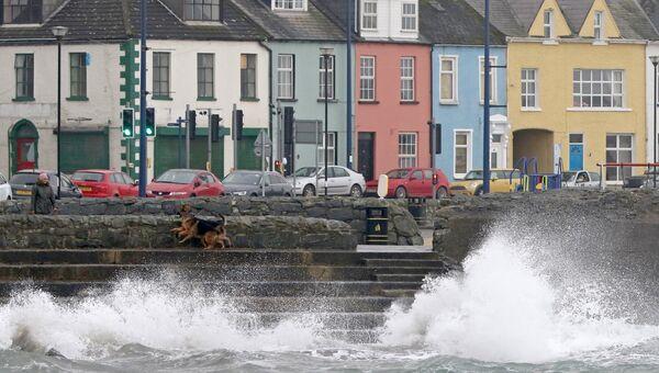Приближающийся шторм Офелия на побережье Ирландского моря. 16 октября 2017