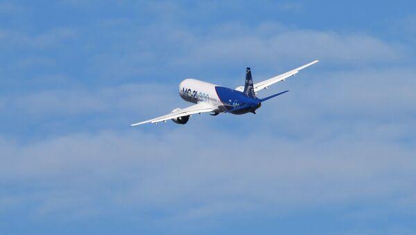 Самолет МС-21 совершает взлет в аэропорту Иркутск во время первого перелета в Жуковский