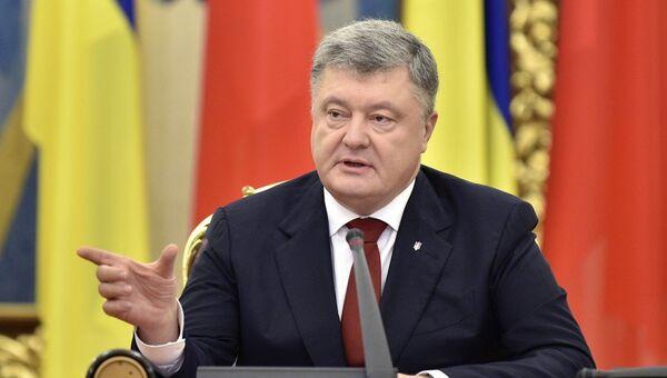 Президент Украины Петр Порошенко заявил, что украинцы имеют право на мирные манифестации. 17 октября 2017