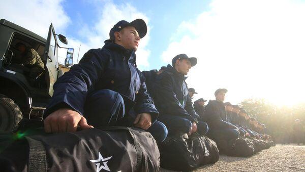 Призывники в Симферополе перед отправкой к месту службы. 17 октября 2017