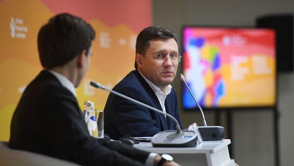 Министр энергетики РФ Александр Новак на XIX Всемирном фестивале молодежи и студентов в Сочи. 18 октября 2017
