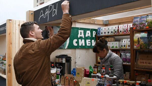 Стенд Дары Сибири на открытии Российской экологической недели 2017 на Манежной площади в Москве.