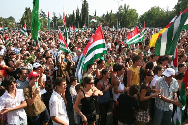 Народные гуляния в Сухуми по случаю признания Россией независимости Абхазии