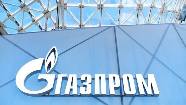 Эмблема ПАО Газпром на Российском инвестиционном форуме в Сочи