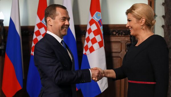 Председатель правительства РФ Дмитрий Медведев и президент Республики Хорватия Колинда Грабар-Китарович во время встречи. 19 октября 2017