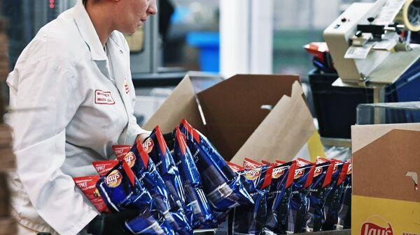 Сотрудница завода PepsiCo