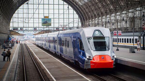 Поезд на платформе Киевского вокзала. Архивное фото