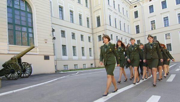 Девушки-курсанты на территории Военной академии РВСН имени Петра Великого