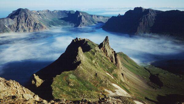 Вулкан Пэктусан, расположенный на границе КНДР и Китая