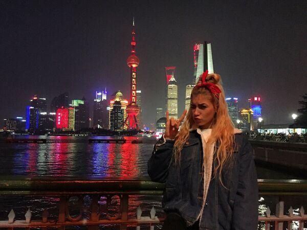 Модель Анастасия Брагина на отдыхе в Китае