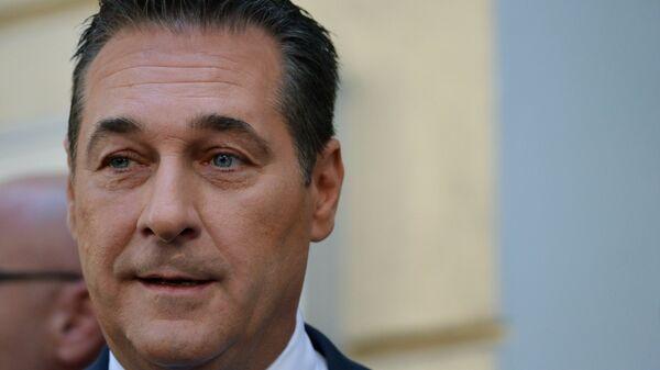 Немецкие СМИ: вице-канцлер Австрии обсуждал с россиянкой помощь на выборах