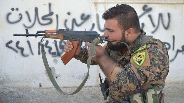 Боец курдских отрядов самообороны
