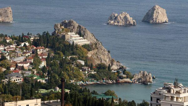 Скалы Адалары и вид на город Гурзуф