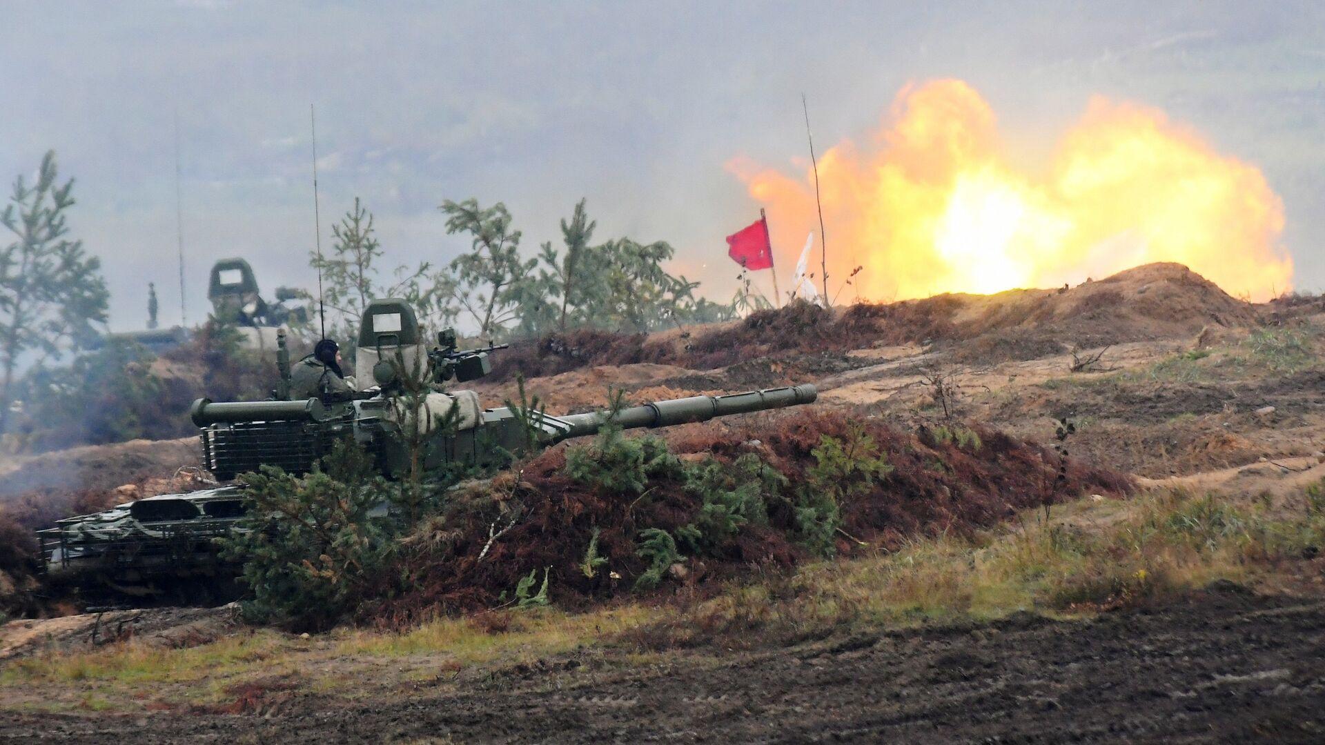 Танк Т-72Б3 во время учений Запад-2017 - РИА Новости, 1920, 21.12.2020