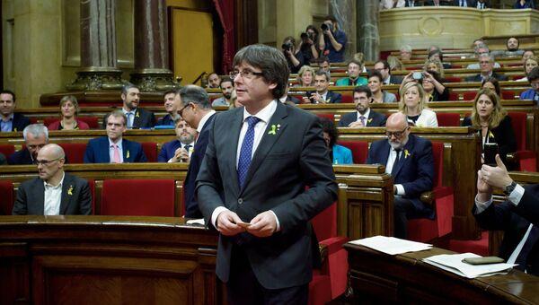 Карлес Пучдемон на заседании парламента Каталонии, на котором депутаты проголосовали за независимость от Испании. 27 октября 2017