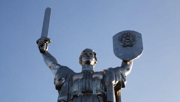 Монумент Родина-мать в Киеве. Архивное фото