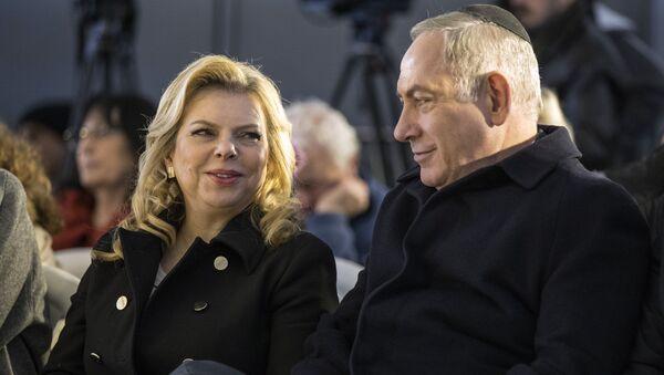 Премьер-министр Израиля Биньямин Нетаньяху и его жена Сара на мемориальной церемонии в Израиле. Архивное фото