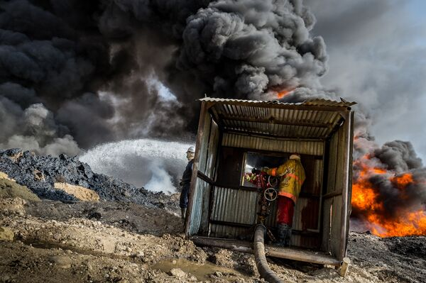 Alessandro Rota. Qayyarah burning oil fields