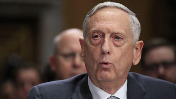Министр обороны США Джеймс Мэттис выступает на заседании Комитета по иностранным отношениям в Сенате США. 30 октября 2017