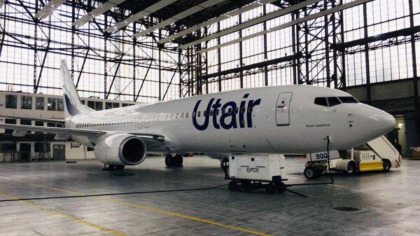 Самолет Boeing 737-800 авиакомпании Utair в новой ливрее в ангаре аэропорта Внуково. 31 октября 2017